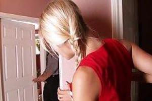 Бухать Латинской девушка получает ее киска трахал