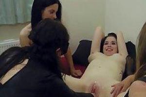 Лиз получает ее задницу и зияет как сумасшедший